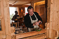 Europe/France/Rhône-Alpes/74/Haute-Savoie/Manigod: Eric Guelpa  et ses truffes noires, restaurant: Chalets-Hotels de la Croix Fry [Non destiné à un usage publicitaire - Not intended for an advertising use]