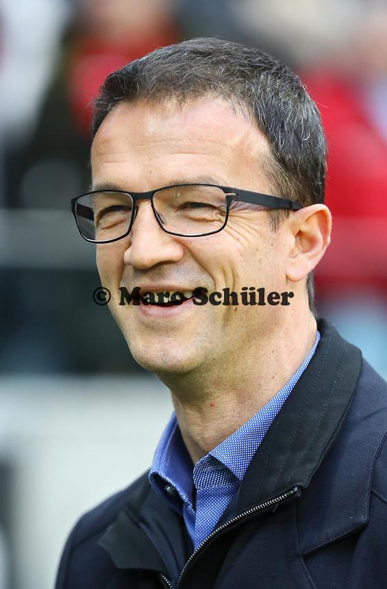 Vorstand Sport Fredi Bobic (Eintracht Frankfurt) - 16.12.2017: Eintracht Frankfurt vs. FC Schalke 04, Commerzbank Arena, 17. Spieltag Bundesliga