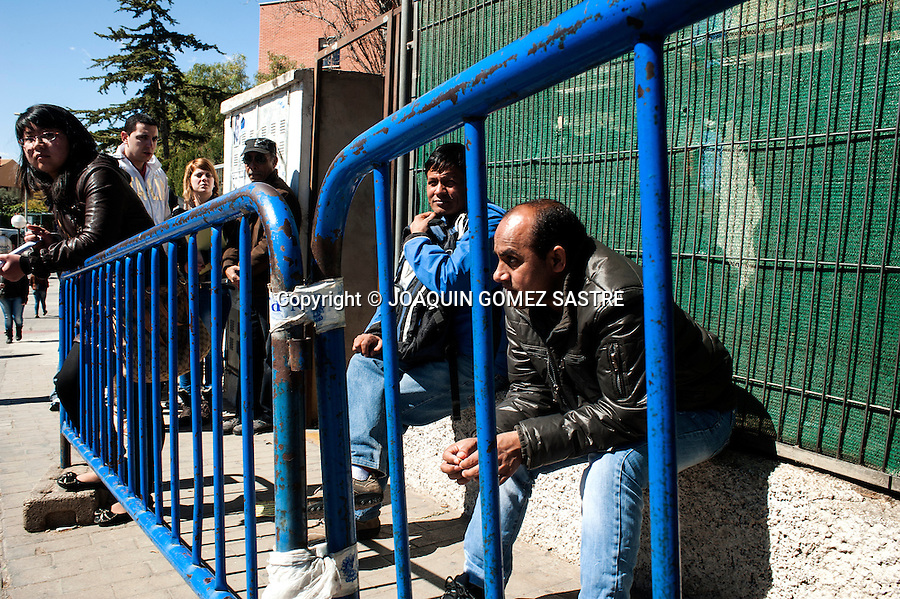 People waiting to fix their residence papers Taulada area (Alicante)<br />