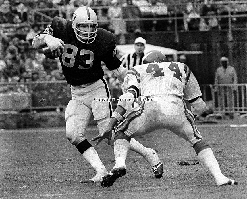 Oakland Raiders Ted Hendricks turns into runner against the Minnesota Vikings Chuck Foreman..(1972 photo/RonRieserer)