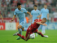 FUSSBALL   CHAMPIONS LEAGUE   SAISON 2011/2012     27.09.2011 FC Bayern Muenchen - Manchester City Sergio Agueero (li, Manchester City)  gegen Bastian Schweinsteiger (FC Bayern Muenchen)