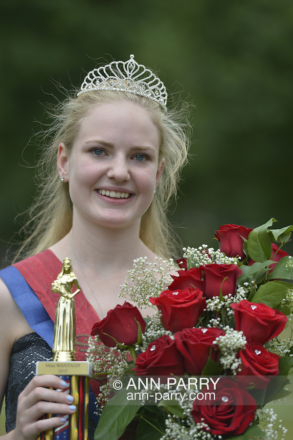 Wantagh, New York, USA. July 4, 2015. KERI BALNIS, Miss Wantagh 2015, holds the trophy and bouquet of roses she received as winner of The Miss Wantagh Pageant ceremony, a long-time Independence Day tradition on Long Island, held at Wantagh School after the town's July 4th Parade. Since 1956, the Miss Wantagh Pageant, which is not a beauty pageant, crowns a high school student based mainly on academic excellence and community service.
