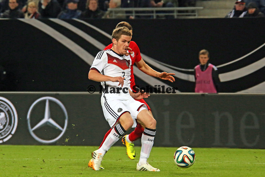 Sebastian Jung (D) gegen Pawel Wszolek (PL) - Deutschland vs. Polen, WM-Vorbereitung Testspiel, Imtech Arena Hamburg