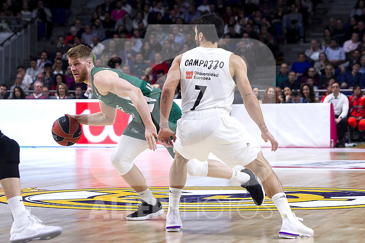 Zalgiris' Thomas Walkup and Real Madrid's Facundo Campazzo during Euroligue match between Real Madrid and Zalgiris Kaunas at Wizink Center in Madrid, Spain. April 4, 2019.  (ALTERPHOTOS/Alconada)