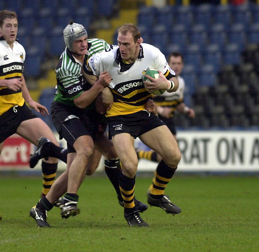 Photo:Ken Brown.21.1.2001 Heineken Cup Wasps v L'Aquilla.Lawrence Dallaglio is caught by Vaggi