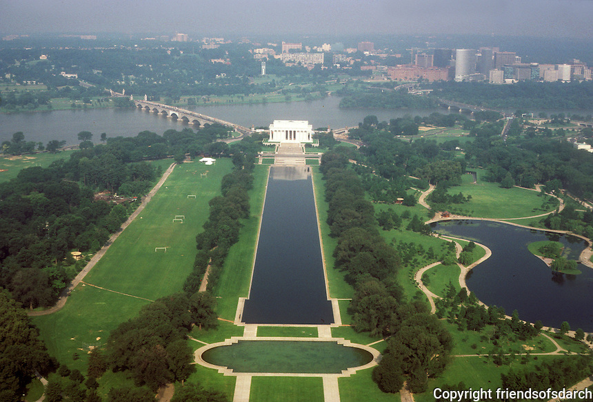 Washington D.C. : Lincoln Memorial from Washington Monument. Photo '85.