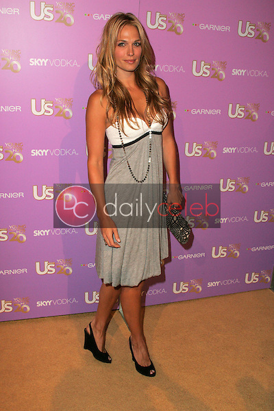 Molly Sims<br /> At US Weekly's Young Hollywood Hot 20 party, LAX, Hollywood, CA 09-16-05<br /> David Edwards/DailyCeleb.Com 818-249-4998