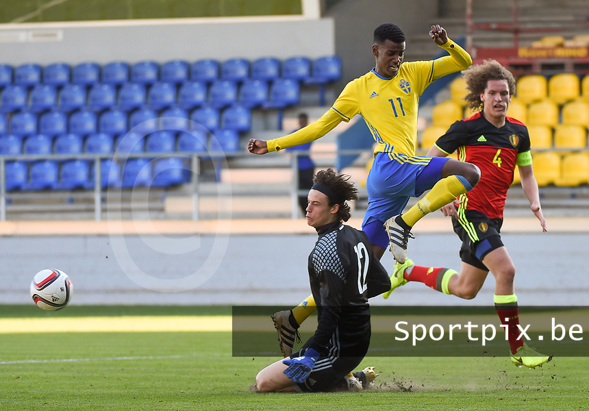 20170323 - BEVEREN , BELGIUM : Swedish Aleksander Isac (M) with Belgian Mile Svilar (L) and Wout Faes (R) pictured during the UEFA Under 19 Elite round game between Sweden U19 and Belgium U19, on the first matchday in group 7 of the Uefa Under 19 elite round in Belgium , thursday 23 th March 2017 . PHOTO SPORTPIX.BE | DIRK VUYLSTEKE