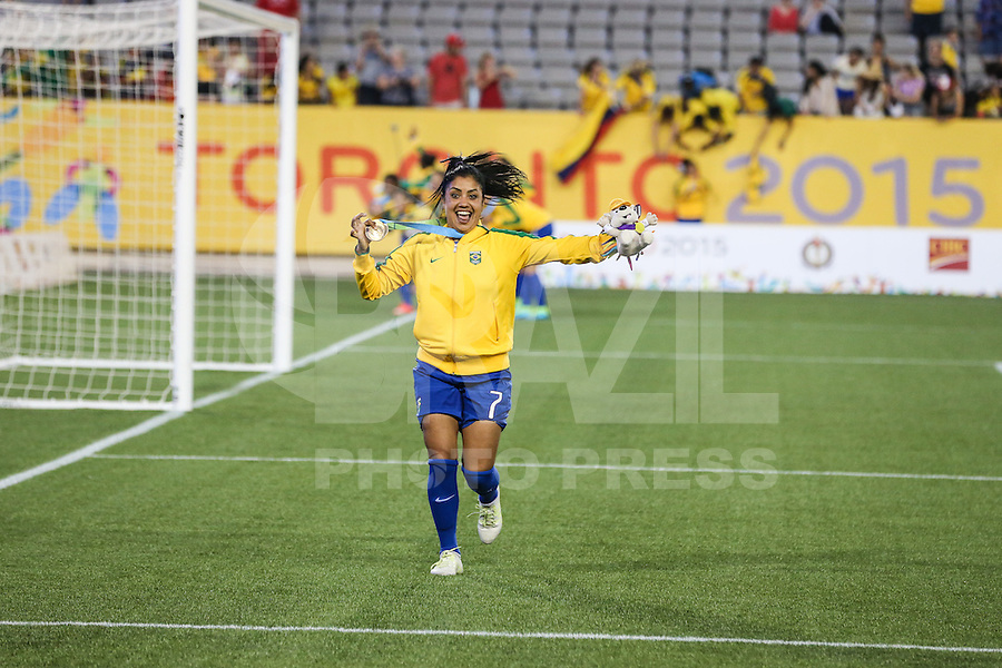 HAMILTON, CANADA, 25.07.2015 - PAN-FUTEBOL - Maurine do Brasil comemora medalha de ouro após ganhar de 4 a 0 da Colombia em partida da final do futebol feminino nos jogos Pan-americanos no Estadio Tim Hortons em Hamilton no Canadá neste sábado, 25.  (Foto: William Volcov/Brazil Photo Press)