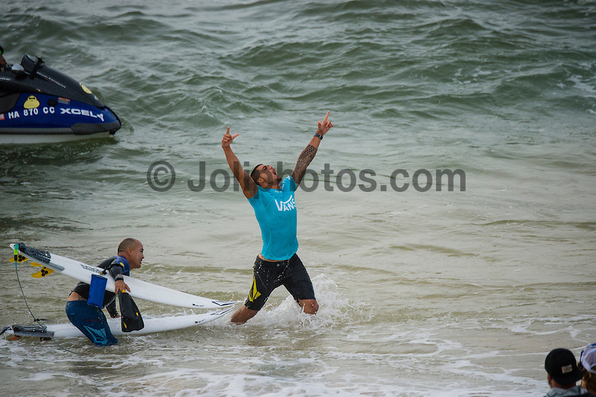 North Shore, Oahu, Hawaii (Sunday, Dec. 1, 2013) -- Hawaii's own Ezekiel Lau, 20, posted the largest victory of his young career today by winning the prestigious 39th annual VANS World Cup of Surfing at Sunset Beach - the second stop of the Vans Triple Crown of Surfing. Lau's win earned him $40,000 and sees him close the year at 35th position on the ASP world rankings. While that doesn't qualify him for next year's elite World Championship Tour, it does guarantee him an excellent seed. He also holds a shared lead on the coveted Vans Triple Crown series rankings with Michel Bourez (PYF) heading into the third and final event of the series - the Billabong Pipe Masters, where he is a local wildard entry.<br /> <br /> Lau made a late tube-riding charge from behind to turn the tables on Damien Hobgood (USA) and Raoni Monteiro (BRA) in the latter half of the 30-minute final. Fourth place was Frederico Morais, (PRT), who was announced the JN Chevrolet Rookie of the 2013 Vans Triple Crown. Lau went on the hunt and found his way onto the biggest waves of the final that also offered high-scoring tube riding potential. His final scoreline was 15.5 points out of 20 (8.67 and 6.83 point rides). Hobgood was second on 14.3; Monteiro third with 12.33, and Morais on 7.16.Photo: joliphotos.com