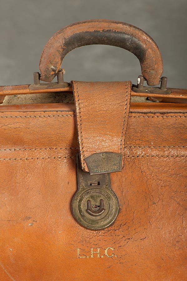 Willard Suitcases / Eva R / ©2014 Jon Crispin