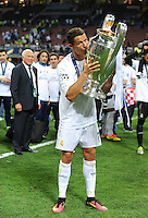 Calcio, finale di Champions League: Real Madrid vs Atletico Madrid. Stadio San Siro, Milano, 28 maggio 2016.<br /> Real Madrid&rsquo;s Cristiano Ronaldo kisses the Champions League trophy at the end of the final match against Atletico Madrid, at Milan's San Siro stadium, 28 May 2016. Real Madrid won 5-4 on penalties after the game ended 1-1.<br /> UPDATE IMAGES PRESS/Isabella Bonotto