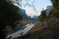 "S?dostasien Asien Indochina Laos Mekong Region .Menschen und Boote in Muang Ngoi am Fluss Nam Ou , ein Nebenfluss des Mekong -  Landschaft Wasser Fluesse Berge xagndaz | .South East Asia Indochine Laos .people and boats in Muang Ngoi at river Nam Ou , a branch of Mecong  - landscape mountains .| [ copyright (c) Joerg Boethling / agenda , Veroeffentlichung nur gegen Honorar und Belegexemplar an / publication only with royalties and copy to:  agenda PG   Rothestr. 66   Germany D-22765 Hamburg   ph. ++49 40 391 907 14   e-mail: boethling@agenda-fototext.de   www.agenda-fototext.de   Bank: Hamburger Sparkasse  BLZ 200 505 50  Kto. 1281 120 178   IBAN: DE96 2005 0550 1281 1201 78   BIC: ""HASPDEHH"" ,  WEITERE MOTIVE ZU DIESEM THEMA SIND VORHANDEN!! MORE PICTURES ON THIS SUBJECT AVAILABLE!!  ] [#0,26,121#]"
