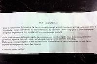 Roma 11 Aprile  2012.Manifestazione No Tav in  solidarieta' con  gli abitanti della Val Susa..Il biglietto che i No Tav hanno dato  ai giornalisti  e fotografi presenti alla manifestazione