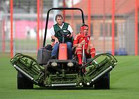 FUSSBALL     1. BUNDESLIGA     SAISON  2012/2013     30.07.2012 Fototermin beim  FC Bayern Muenchen  Rafinha kommt verletzt auf Kruecken auf dem Rasenmaeher