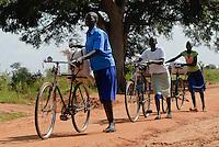 UGANDA Kitgum, refugees transport food bags from World food programme distribution / UGANDA Kitgum, Fluechtlinge transportieren Nahrungsmittel von einer Verteilung des WFP mit dem Fahrrad