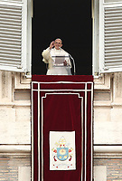 "Papa Francesco saluta i fedeli prima di recitare la preghiera del ""Regina Coeli"" dalla finestra del Palazzo Apostolico affacciata su piazza San Pietro, Città del Vaticano, 22 aprile 2019.<br /> Pope Francis waves as he arrives to lead the Regina Coeli prayer from the window of the apostolic palace overlooking St Peter's square at the Vatican, on April 22, 2019.<br /> UPDATE IMAGES PRESS/Isabella Bonotto<br /> <br /> STRICTLY ONLY FOR EDITORIAL USE"