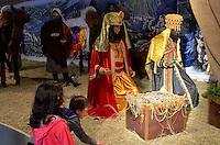 ATENÇÃO EDITOR FOTO EMBARGADA PARA VEÍCULOS INTERNACIONAIS - SANTANA DO PARNAÍBA, SP, 23 DE DEZEMBRO DE 2012 - PRESÉPIO DE SANTANA DO PARNAÍBA: 16ª edição do presépio de Santana do Parnaíba, que conta com 36 bonecos mecanizados em tamanho natural, sendo 15 de figuras humanas e 21 de animais. A atração reúne várias personagens, que compõem a história de Jesus Cristo, com destaque para a Sagrada Família, os Reis Magos e os pastores. O Presépio também é composto por diversos animais, como camelos, vacas, ovelhas, burros, bezerros, bois, dromedários e cabritos. O presépio pode ser visitado até o dia 06/01 das 08:00 as 24:00 na Praça XIV de Novembro, Centro Histórico de Santana do Parnaíba . FOTO: LEVI BIANCO - BRAZIL PHOTO PRESS