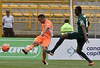 BOGOTÁ -COLOMBIA, 05-03-2017: Camilo Mancilla (Der) de La Equidad disputa el balón con Juan Ramon Garcia (Izq) de Envigado FC durante partido por la fecha 8 de la Liga Águila I 2017 jugado en el estadio Metropolitano de Techo de la ciudad de Bogotá./ Camilo Mancilla (R) player of La Equidad fights for the ball with Juan Ramon Garcia (L) player of Envigado FC during the match for the date 8 of the Aguila League I 2017 played at Metropolitano de Techo stadium in Bogotá city. Photo: VizzorImage/ Gabriel Aponte / Staff