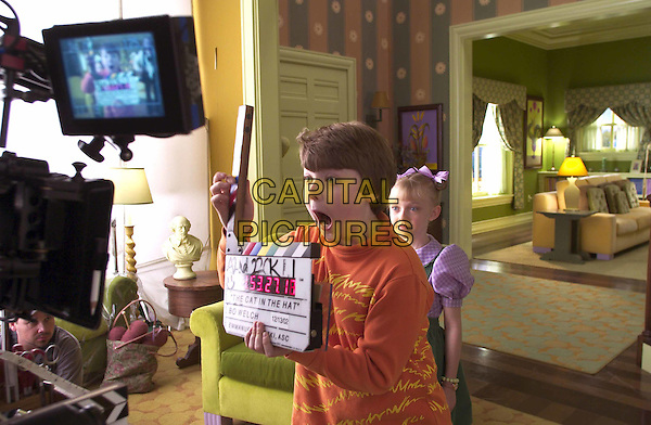 SPENCER BRESLIN & DAKOTA FANNING.on the set of The Cat In The Hat.Filmstill - Editorial Use Only.Ref: FB.www.capitalpictures.com.sales@capitalpictures.com.Supplied by Capital Pictures