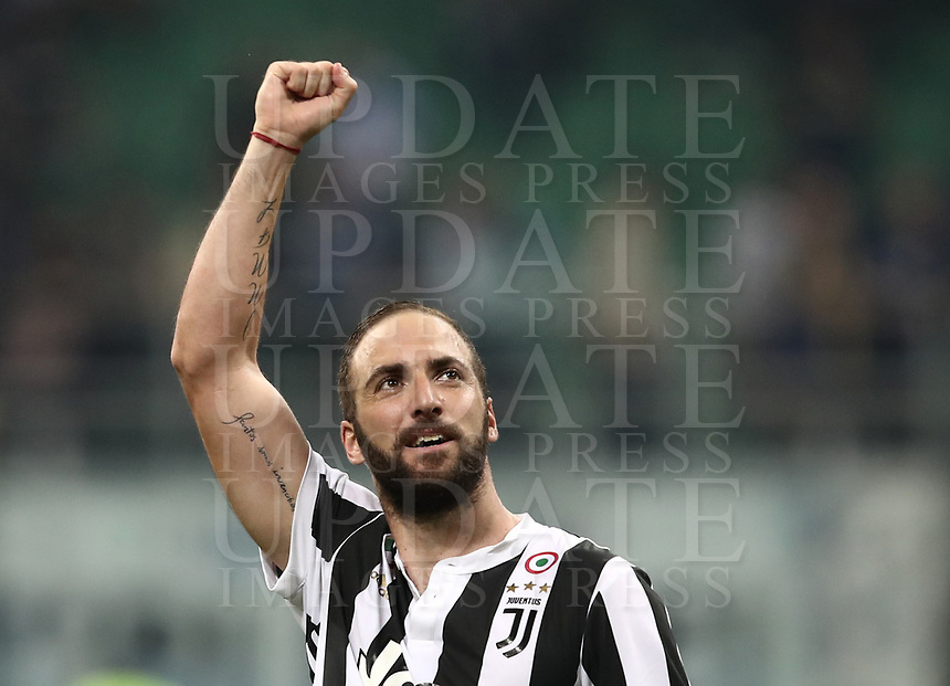 Calcio, Serie A: Inter - Juventus, Milano, stadio Giuseppe Meazza (San Siro), 28 aprile 2018.<br /> Juventus' Gonzalo Higuain celebrates after winning 3-2 the Italian Serie A football match between Inter Milan and Juventus at Giuseppe Meazza (San Siro) stadium, April 28, 2018.<br /> UPDATE IMAGES PRESS/Isabella Bonotto