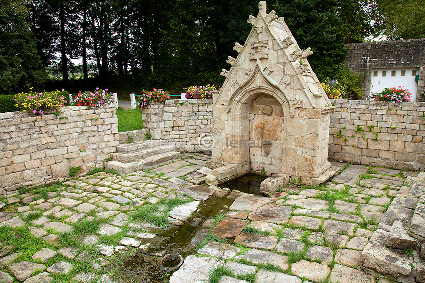 France, Morbihan (56), vallée du Blavet, Bieuzy-les-Eaux, fontaine Saint-Bieuzy // France, Morbihan, Blavet Valley, Bieuzy-les-Eaux, fountain St. Bieuzy