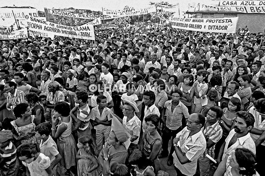Manifestação em memoria de lider de sindicato rural assassinado. Redenção. Pará. 1980. Foto de juca Martins.