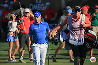 Danny Willett (ENG) acknowledges applause from the grandstand during the Final Round of the 2016 Omega Dubai Desert Classic, played on the Emirates Golf Club, Dubai, United Arab Emirates.  07/02/2016. Picture: Golffile | David Lloyd<br /> <br /> All photos usage must carry mandatory copyright credit (&copy; Golffile | David Lloyd)