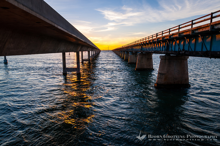 US, Florida Keys. Sunset at the old and new Seven Mile Bridge. Knight's Key, Marathon.