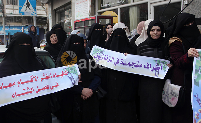 Palestinian supporters of Islamic Jihad movement take part in protest to show solidarity with prisoners in Israeli jails, in Gaza city, on January 18, 2020. Photo by Mahmoud Ajjour