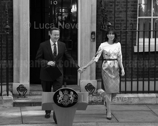 24.06.2016 - 8:17AM - The British Prime Minister David Cameron, along with his wife Samantha, opened the door of Number 10 to give a speech about the EU Referendum result, and about his defeat, and to communicate to the Country and to the rest of the world his formal resignation within 3 months. <br />
