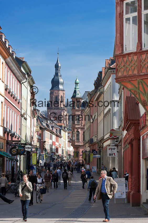 Germany, Baden-Wuerttemberg, Heidelberg: Main street, pedestrian zone at old town with Church of the Holy Spirit at background | Deutschland, Baden-Wuerttemberg, Heidelberg: Hauptstrasse, Fussgaengerzone in der Altstadt, im Hintergrund der Turm der Heiliggeistkirche