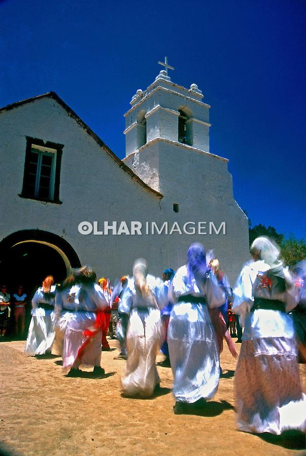 Festa na igreja. San Pedro de Atacama. Chile. 1998. Foto de Vinícius Romanini.