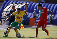 Cont.<br /> NEIVA - COLOMBIA -13 -07-2016: William Duarte (Izq.) jugador de Atletico Huila disputa el balón con Jonathan Muñoz (Der.) jugador de Atletico Bucaramanga, durante partido entre Atletico Huila y Cortulua, por la fecha 3 de la Liga Aguila II 2016 en el estadio Guillermo Plazas Alcid de Neiva. / William Duarte (L), player of Atletico Huila vies for the ball with Jonathan Muñoz (R) player of Atletico Bucaramanga, during a match between Atletico Huila and Cortulua, for the date 3 of the Liga Aguila II 2016 at the Guillermo Plazas Alcid Stadium in Neiva city. Photo: VizzorImage  / Sergio Reyes / Cont.