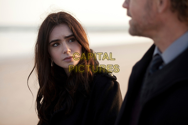 LILY COLLINS, GREG KINNEAR.in Stuck in Love (2012) .*Filmstill - Editorial Use Only*.CAP/FB.Supplied by Capital Pictures.