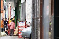 SAO PAULO, SP, 11 DE JANEIRO DE 2012 - CRACOLANDIA - Usuarios sao vistos consumindo drogas na Alameda Barao de Piracicaba, zona central da cidade, no inicio da tarde desta quarta-feira(11). Foto Ricardo Lou - News Free
