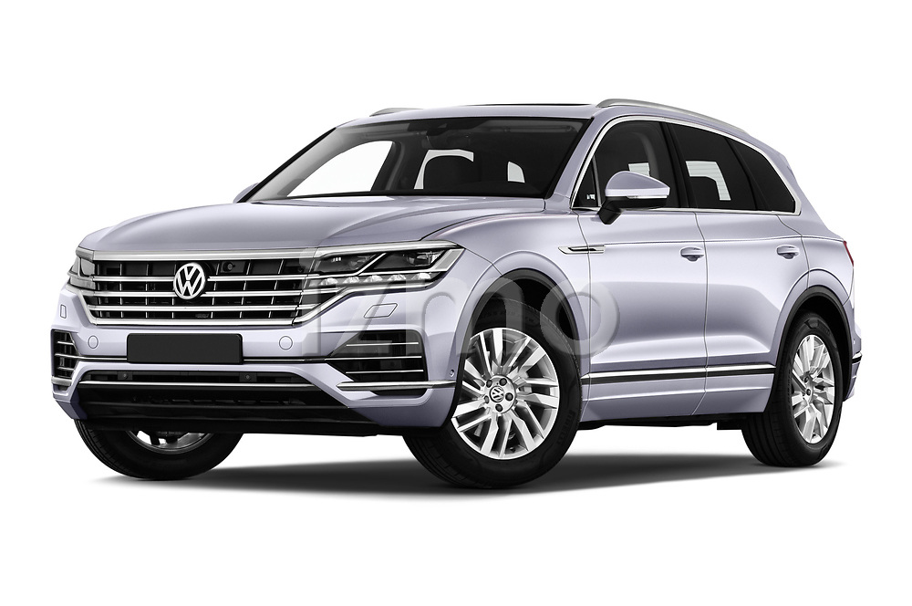 Stock pictures of low aggressive front three quarter view of 2019 Volkswagen Touareg Business-Atmosphere 5 Door SUV Low Aggressive