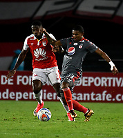 BOGOTA - COLOMBIA - 21 - 03 - 2018: Leyvin Balanta (Izq.) jugador de Independiente Santa Fe, disputa el balón con Juan Camilo Angulo (Der.) jugador de America de Cali, durante partido aplazado de la fecha 3 entre Independiente Santa Fe y America de Cali, por la Liga Aguila I 2018, en el estadio Nemesio Camacho El Campin de la ciudad de Bogota. / Leyvin Balanta (Izq.) player of Independiente Santa Fe struggles for the ball with Juan Camilo Angulo (R) player of America de Cali, during a posponed match of the 3rd date between Independiente Santa Fe and America de Cali, for the Liga Aguila I 2018 at the Nemesio Camacho El Campin Stadium in Bogota city, Photo: VizzorImage / Luis Ramirez / Staff.