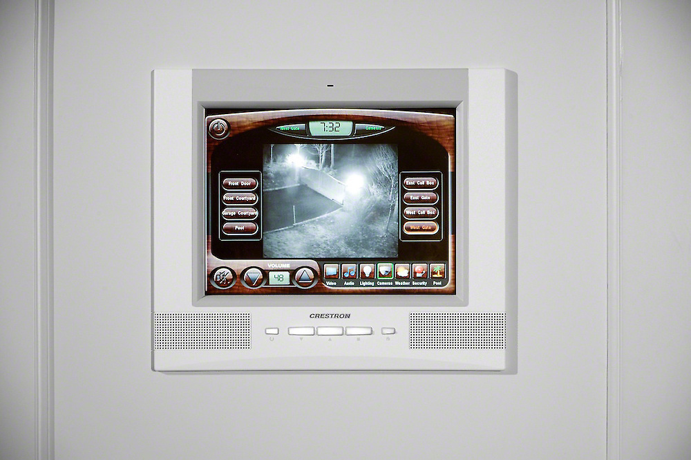In-Wall Touch Panel For Global Control