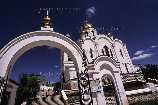 Transnistria - Tiraspol, la capitale. La chiesa ortodossa in centro città.