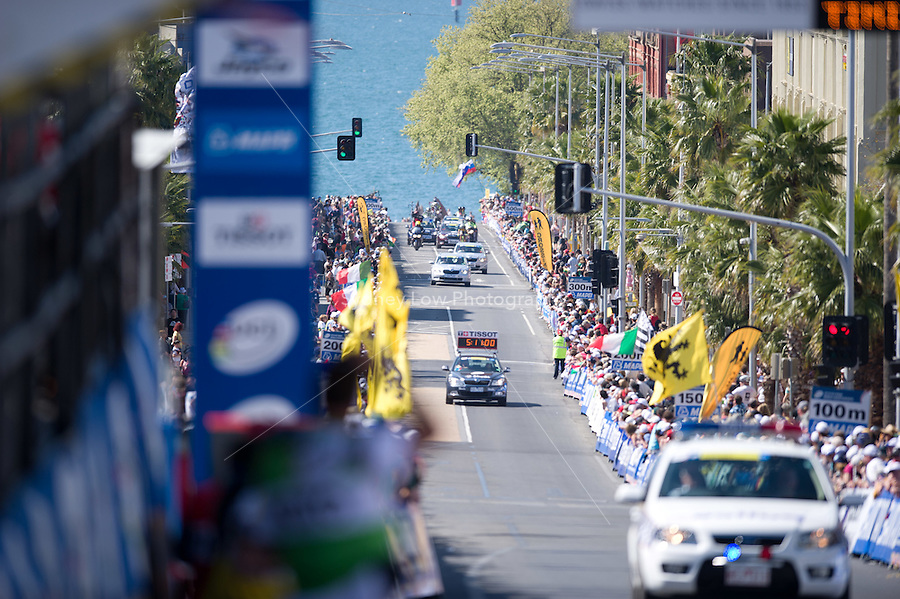 GEELONG, 3 OCTOBER - The course cars arrive ahead of the peloton on the finish straight of the 2010 UCI Road World Championships Elite Men Road Race in Geelong, Victoria, Australia. (Photo Sydney Low / syd-low.com)