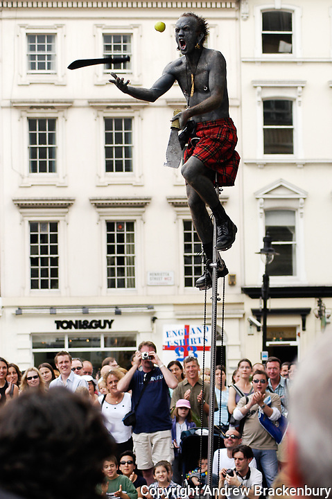 """Now that's Lucky"" 2 - performer at Covent Garden, London"