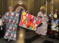 ATENCAO EDITOR: FOTO EMBARGADA PARA VEICULO INTERNACIONAL - SAO PAULO, SP, 20 NOVEMBRO 2012 - MISSA EM HOMENAGEM AO DIA DA CONSCIENCIA NEGRA -   Missa em homenagem ao dia nacional da consciencia negra  realizada na catedral da Se pelo bispo auxiliar da regiao de Brazilandia D. Milton Kenan Jr, a missa contou com a participação de membros de varias pastorais afro de Sao Paulo na Se regiao central da cidade nessa terça, 20. (FOTO: LEVY RIBEIRO / BRAZIL PHOTO PRESS)