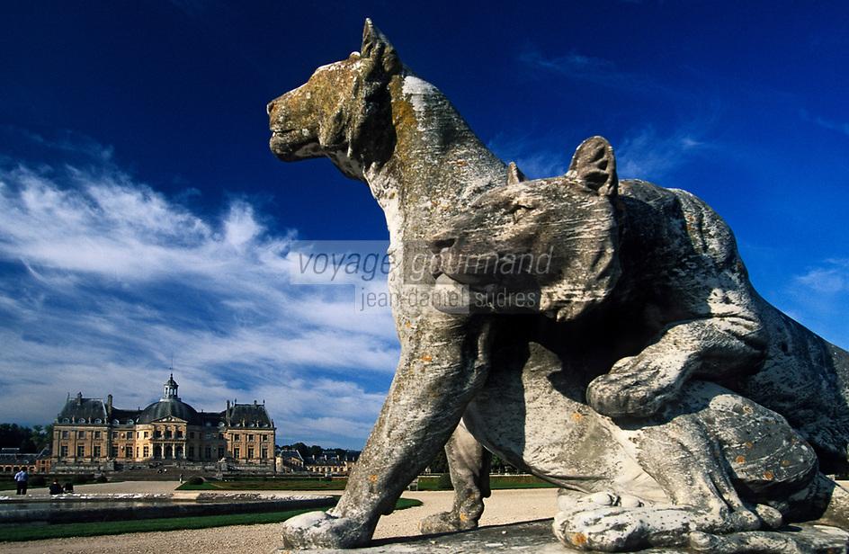 Europe/France/Ile-de-France/77/Seine-et-Marne/Maincy: Le château de Vaux-le-Vicomte - Statue dans les jardins et le château