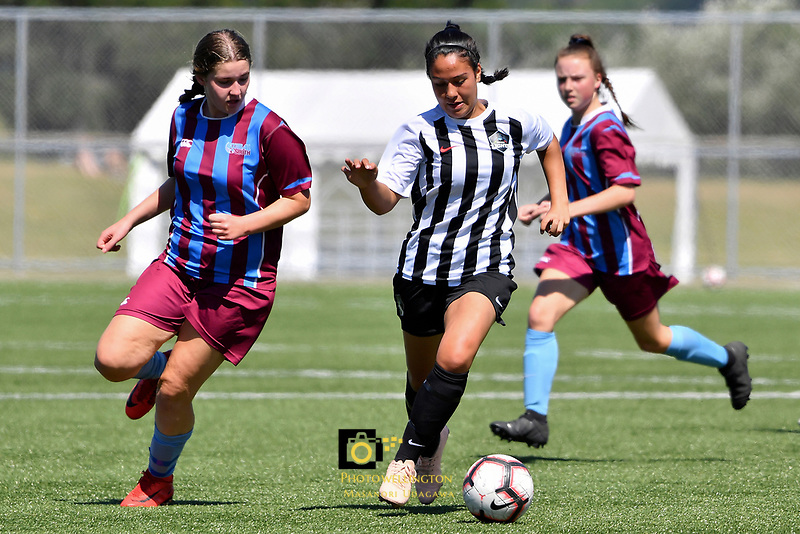 National Age Group Tournament - U16 Girls South v Northern at Petone Memorial Park, Lower Hutt, New Zealand on Wednesday 12 December 2018. <br /> Photo by Masanori Udagawa. <br /> www.photowellington.photoshelter.com