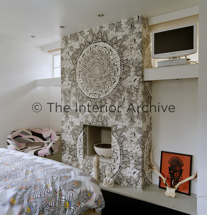 For his black and white bedroom Matthew Williamson commissioned a 'floral' wallpaper from fashion duo Rodnik