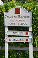 Road sign indicating the direction and the visitors' reception (accueil) and deliveries (livraisons) Chateau Paloumey Haut-Medoc Ludon Medoc Bordeaux Gironde Aquitaine France