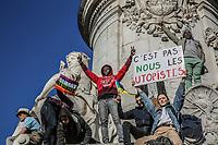 Manifestazione per il clima, sulla statua della Repubblica