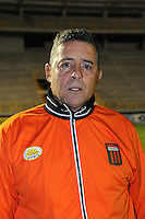 TUNJA- COLOMBIA -30-03-2013:  Pedro Sarmiento director técnico del Envigado durante partido por la Liga de Postobon I en el estadio La Independencia de la ciudad de Tunja, marzo 30 de  2013. (Foto: VizzorImage / Bernardo Toloza / STR). Pedro Sarmiento coach of Envigado FC during a match for the Postobon I League at the La Independencia stadium in Tunja city, on March 30, 2013, (Photo: VizzorImage / Bernardo Toloza / STR.).
