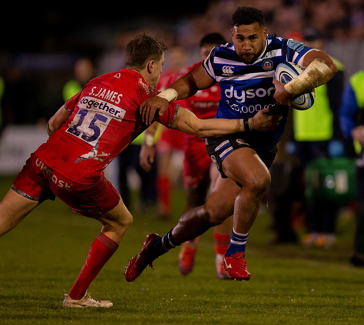 Bath Rugby's Cooper Vuna evades the tackle of Sale Sharks' Sam James<br /> <br /> Photographer Bob Bradford/CameraSport<br /> <br /> Gallagher Premiership Round 9 - Bath Rugby v Sale Sharks - Sunday 2nd December 2018 - The Recreation Ground - Bath<br /> <br /> World Copyright © 2018 CameraSport. All rights reserved. 43 Linden Ave. Countesthorpe. Leicester. England. LE8 5PG - Tel: +44 (0) 116 277 4147 - admin@camerasport.com - www.camerasport.com